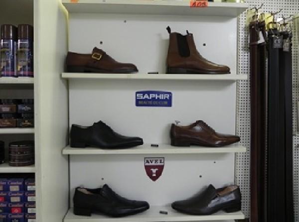 Vente de chaussures neuves en provenance d'Italie et du Portugal
